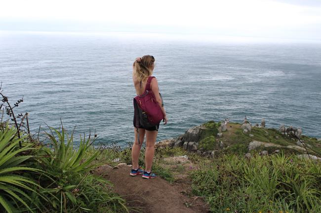 14-blog-viajando-em-321-como-fazer-a-trilha-da-praia-vermelha-praia-do-rosa-santa-catarina