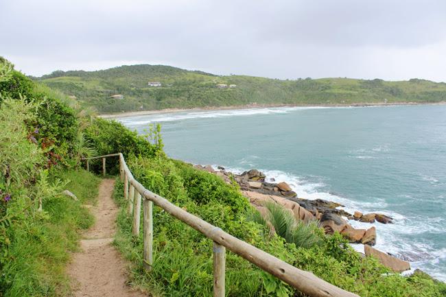 17-blog-viajando-em-321-como-fazer-a-trilha-da-praia-vermelha-praia-do-rosa-santa-catarina