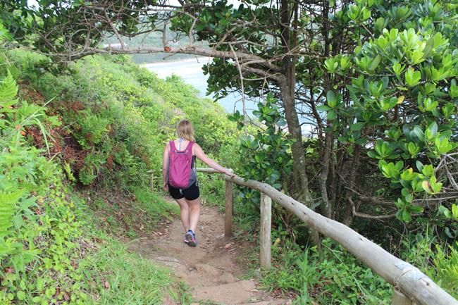 18-blog-viajando-em-321-como-fazer-a-trilha-da-praia-vermelha-praia-do-rosa-santa-catarina