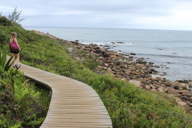 5-blog-viajando-em-321-como-fazer-a-trilha-da-praia-vermelha-praia-do-rosa-santa-catarina
